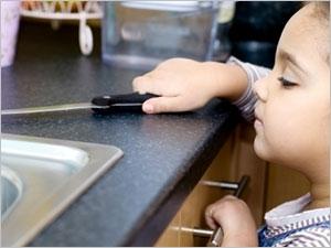 Enfants gare aux accidents domestiques pharmacien giphar for Accident domestique cuisine