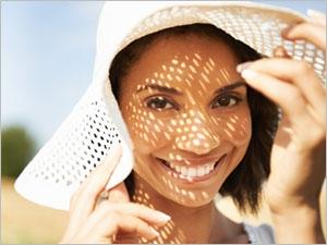 Les conseils pour les peaux acnéiques au soleil