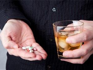 Les dangers de l'alcool avec la prise de médicaments