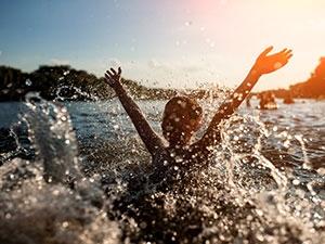 Baignade : prévenir la noyade des enfants