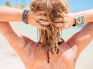 Exposition solaire : le soin des cheveux