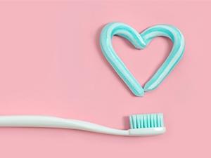 Les critères de choix pour une brosse à dents et du dentifrice