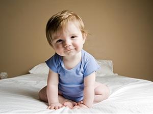 Les étapes d'éveil de bébé jusqu'à l'âge un an
