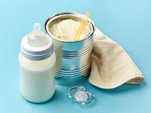 Choisir un lait infantile adapté à son bébé