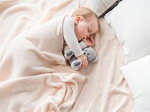 Conséquences du pouce et de la tétine sur les dents de bébé