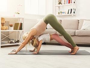 Séance de yoga en famille